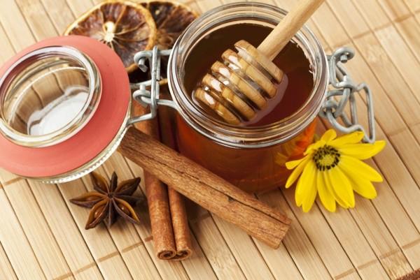 Применение корицы и меда в народных рецептах для волос