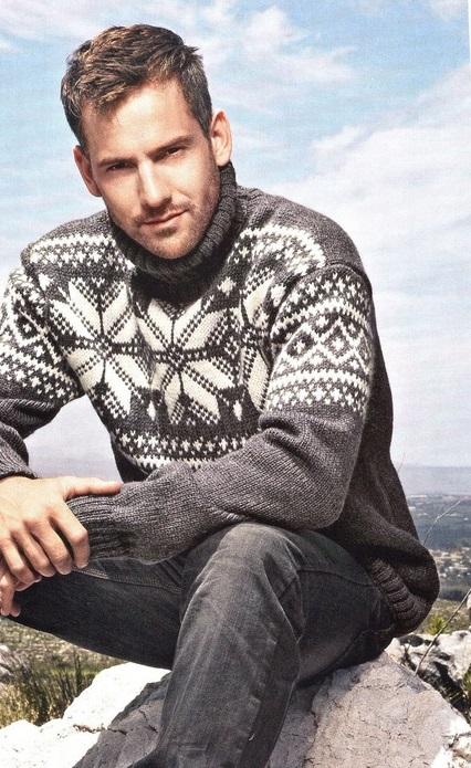 Мужской свитер, связанный