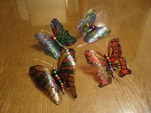 Как сделать бабочки из пластиковых бутылок, фото