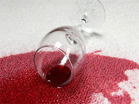 Как вывести пятно от вина, пива, ягод, фото