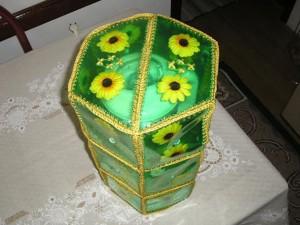 Коробка из пластиковых бутылок для интерьера, фото