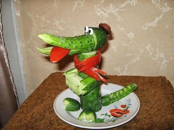 Крокодил Гена из огурцов, фото