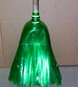 Метла из пластиковых бутылок, фото