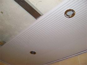 Монтаж пластиковых панелей на стены и потолок, фото