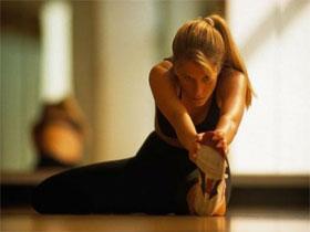 Растягивание мышц в области паха сидя, фото