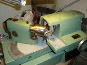 Шлифовка рабочей фаски клапана, фото