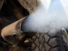Выхлопные газы автомобиля, фото
