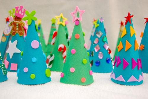 Вырезанные из бумаги новогодние поделки своими руками