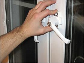 Замена рукоятки открывания на окнах, фото