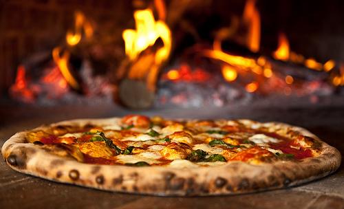 Выпекание пиццы в печи