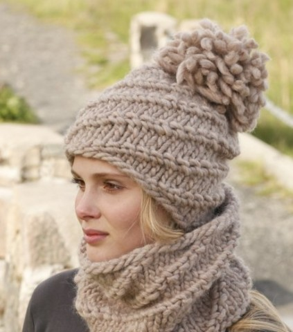 Зимняя женская шапка с помпоном, фото