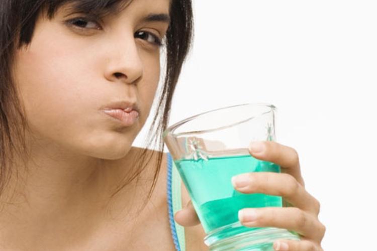 Как можно убрать неприятный запах изо рта