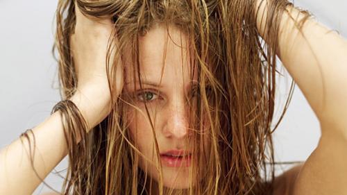 Как ухаживать за волосами жирного типа
