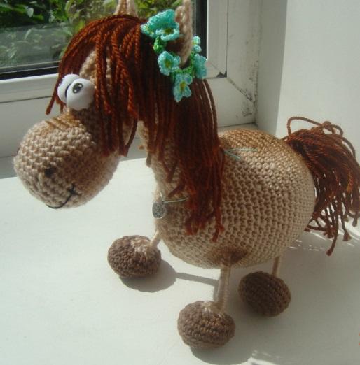 Лошадка связанная крючком, фото