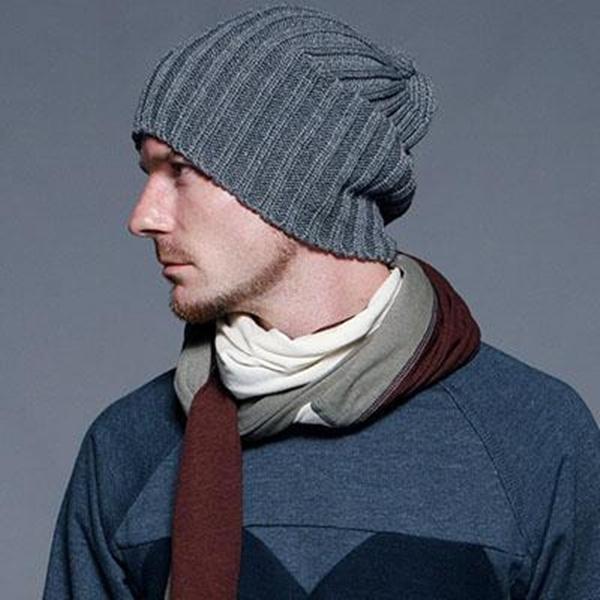 Мужская шапка спицами, фото