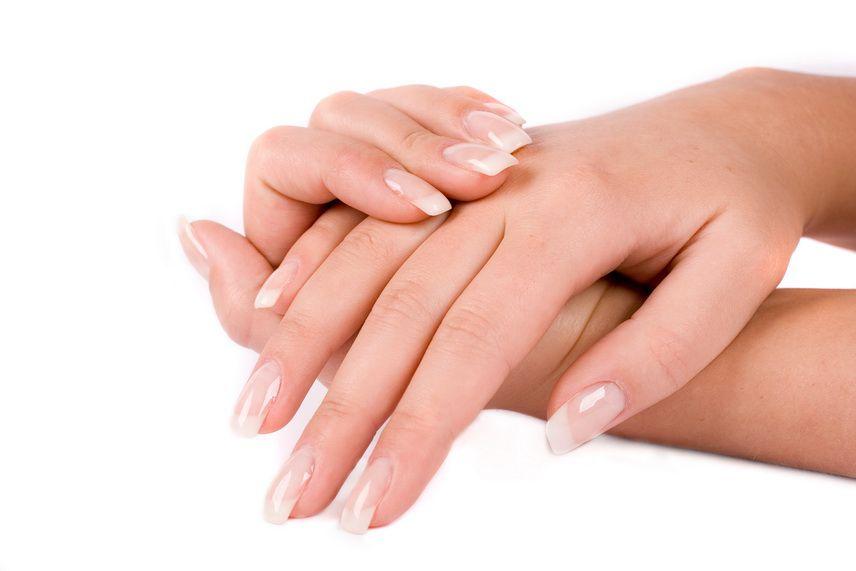 Ухоженые руки девушки