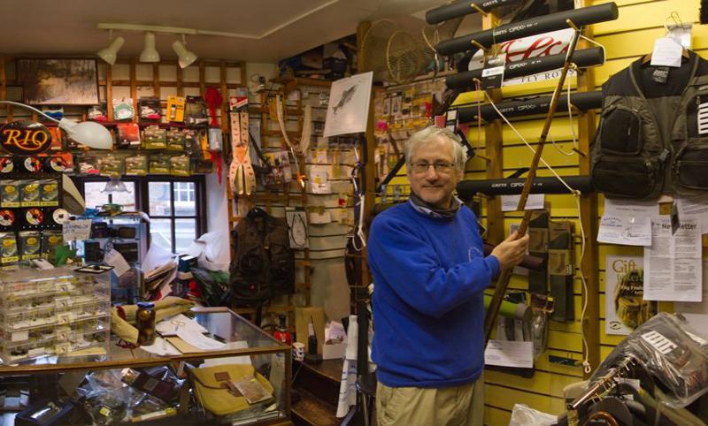 Штат сотрудников из мужчин рыболовного магазина