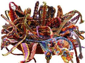 Kak-plesti-fenechki-iz-muline-nitok Плетение фенечек из мулине для начинающих, схема плетения, как плести браслет: как сплести фенечку как делать