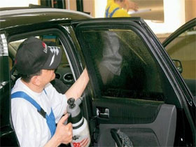 Как правильно затонировать стекло в автомобиле, фото