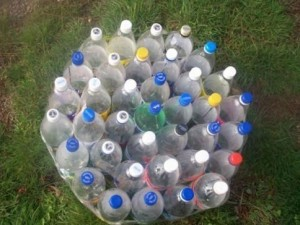 Мебель из пластиковых бутылок для дачи, фото