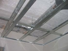 Монтаж несущих конструкций подвесного потолка, фото