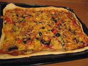 Пицца приготовленная в духовке, фото