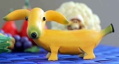 Собака такса из банана, фото