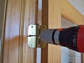 Установка петель на двери, фото